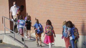 Peste 2.000 de preșcolari și elevi sunt confirmați cu Covid-19. 1.899 de clase au activitatea suspendată