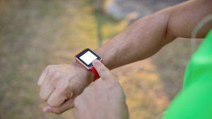 Ceasurile şi brăţările inteligente, la mare căutare în pandemie. Apple rămâne lider la vânzări