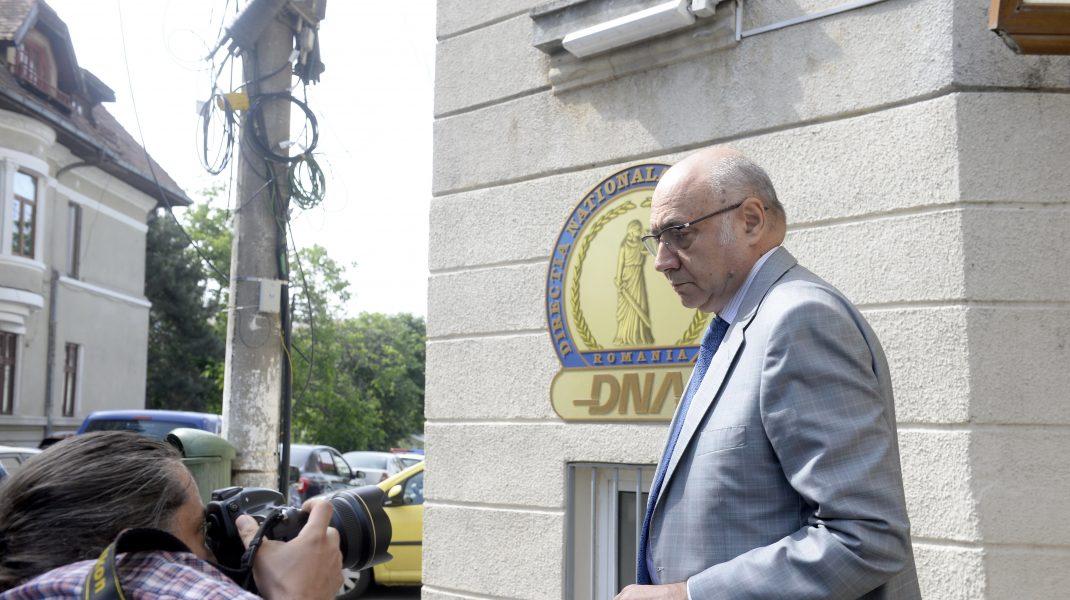 Irinel Popescu şi Vasile Ciurchea, foşti preşedinţi ai Casei Naţionale a Asigurărilor de Sănătate, trimiși în judecată de DNA