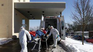 Medici COVID ambulanță
