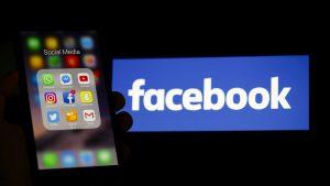telefon cu logo-ul facebook