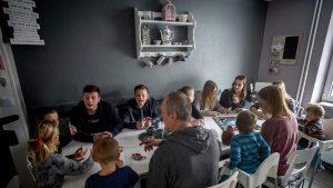 Lockdown cu 11 copii. Cum a reușit o familie să stea în casă din cauza pandemiei