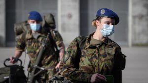 Femeile din armata elvețiană au dobândit dreptul de a purta lenjerie de damă, pentru a spori numărul recrutărilor