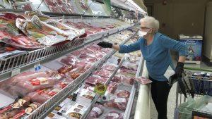 Studiu. Patru români din zece au redus consumul de carne în ultimele 12 luni