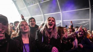 Țara care a organizat primul festival la care au participat 1.500 de oameni. Singura condiție impusă participanților