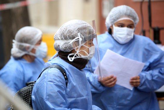 Medicii români care au plecat să ajute bolnavii din Slovacia și-au început misiunea