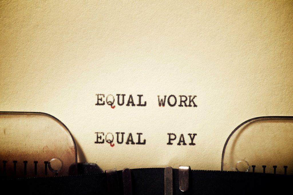 Muncă și plată egală pentru femei