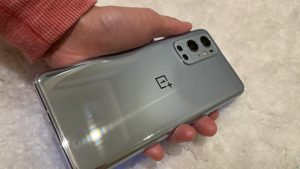 Telefonul comparabil cu iPhone 12 Pro Max și Galaxy S21 Ultra, doar că are un preț mai mic. Cât costă