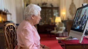 Cum arată noua statuie a reginei Elisabeta a II-a. Suverana Marii Britanii a participat online la ceremonia de dezvelire. FOTO