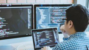 Te-ai gândit la o carieră în cybersecurity? Să știi că acum este momentul. Asta pentru că ducem lipsă de specialiști