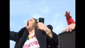 """VIDEO. Șoșoacă a fost prezentă la protestul anti-mască din Capitală. A dansat pe piesa """"Another brick in the wall"""", de la Pink Floyd"""