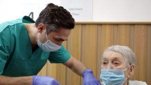 """Valeriu Gheorghiță, după ce a vaccinat persoana cu numărul 1 milion: """"Eu am avut emoții, ea a fost încântată"""""""