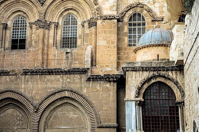 Scara-nemișcată-de-la-Biserica-Sfântului-Mormânt