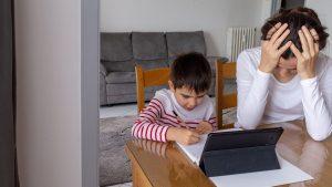 Studiu: Cât au cheltuit părinţii pentru educaţia copiilor în timpul pandemiei