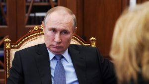 """Vladimir Putin s-a plâns de """"provocările"""" Ucrainei, într-o discuţie telefonică cu Angela Merkel"""