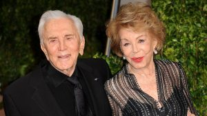 A murit Anne Douglas, văduva actorului Kirk Douglas. Acum câteva zile împlinise 102 ani
