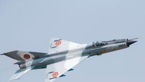 VIDEO. Un avion MiG-21 al Armatei s-a prăbușit în județul Mureș. Pilotul s-a catapultat și este în stare bună