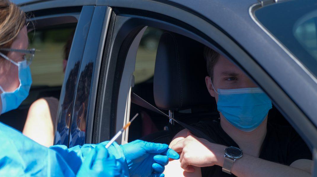 centru vaccinare drive-thru