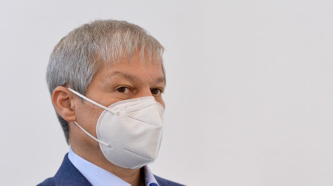 Surse: Cioloş nu a fost informat de intenţia premierului de a-l revoca pe Voiculescu