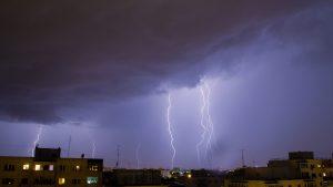 METEO. Vremea se răcește brusc în Capitală. Sunt anunțate ploi cu descărcări electrice