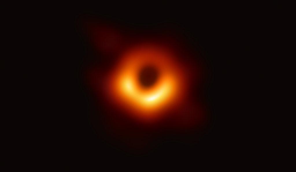 Cea mai clară imagine cu gaura neagră. Este pentru prima dată când astronomii au reușit să o pozeze atât de aproape. FOTO și VIDEO