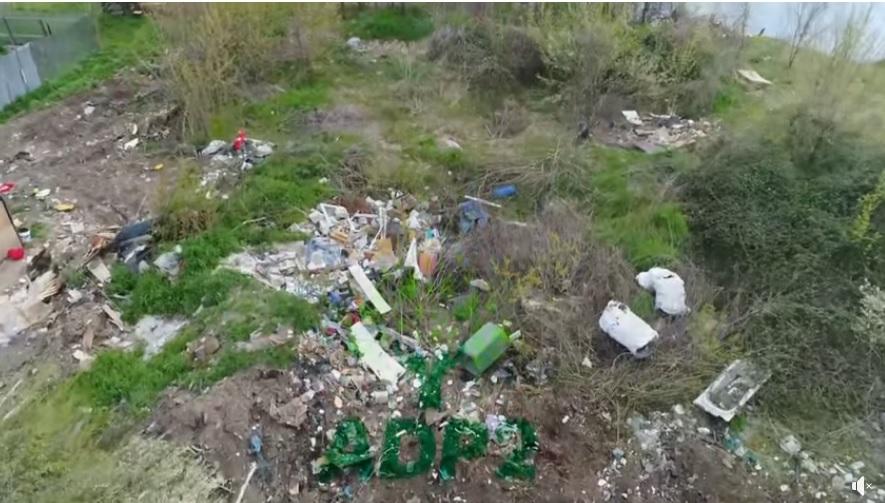 Sute de tone de deșeuri, la marginea Capitalei. În lacul Fundeni sunt adevărate insule de gunoaie