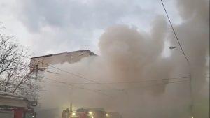VIDEO. Incendiu puternic în București. Pompierii intervin cu 12 autospeciale