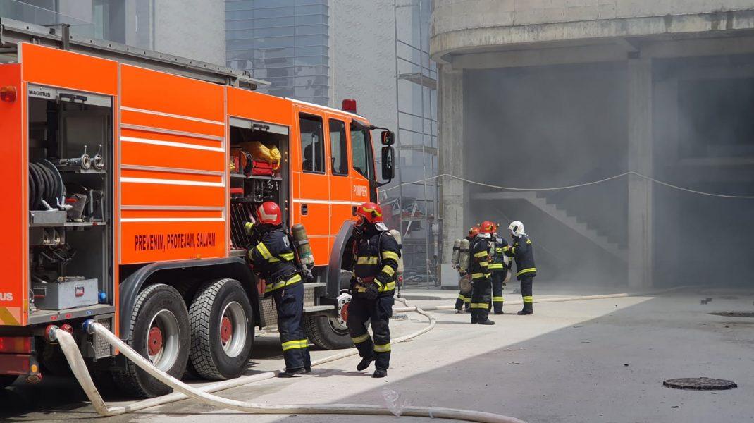 VIDEO. Incendiu la un bloc în construcție din Mamaia Nord. Zeci de pompieri se află la fața locului