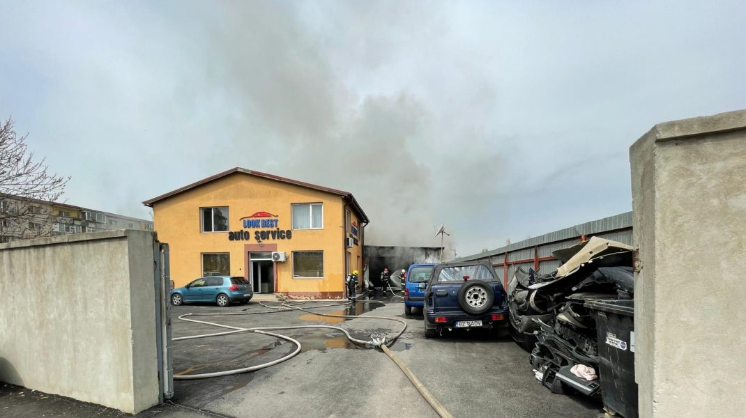 Incendiu la un service auto din București. Cel puțin o persoană a fost rănită. FOTO