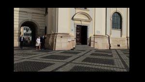 "VIDEO. Președintele Klaus Iohannis participă la slujba de Paște la Biserica ""Sfânta Treime"" din Sibiu"