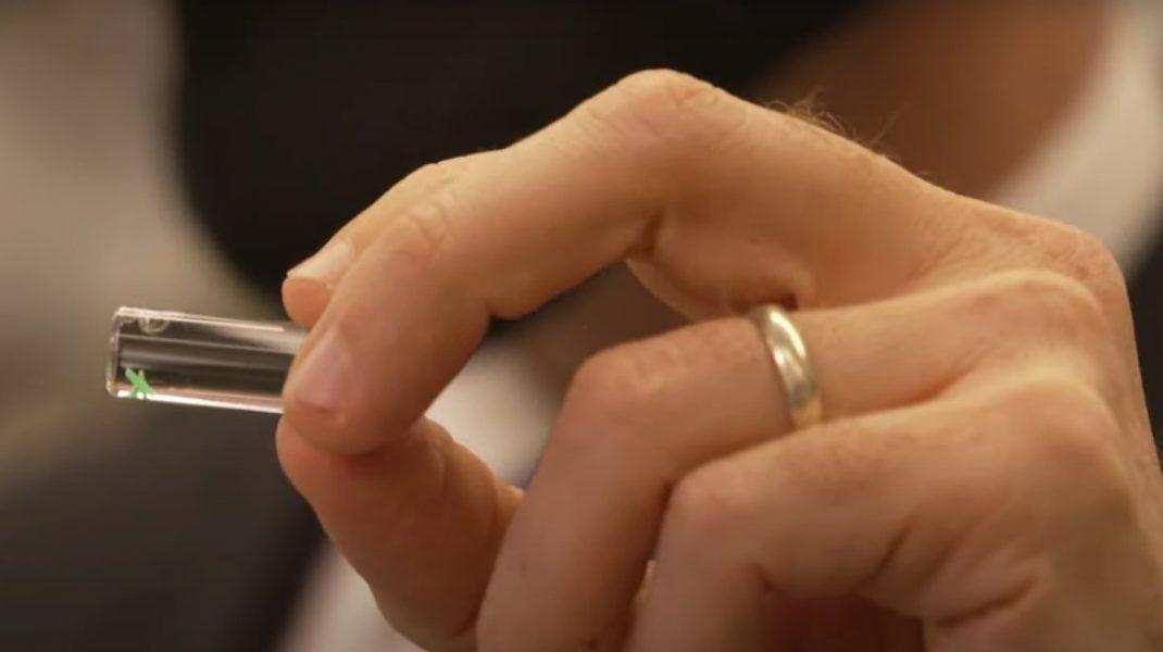 Microcipul care detectează Covid-19 în corp înainte să ai simptome. Cum funcționează. VIDEO