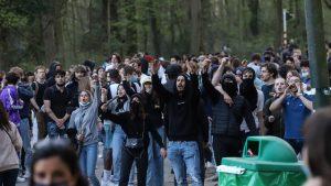 Proteste în Belgia pe fondul restricțiilor, pornite de la o păcăleală de 1 aprilie: 26 de poliţişti au fost răniţi