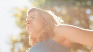 Expunerea la lumina soarelui ar reduce riscul de deces din cauza Covid-19. Explicația cercetătorilor