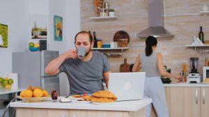 Angajatorul îți poate plăti facturile dacă lucrezi de acasă. Acest lucru este deja prevăzut într-o lege