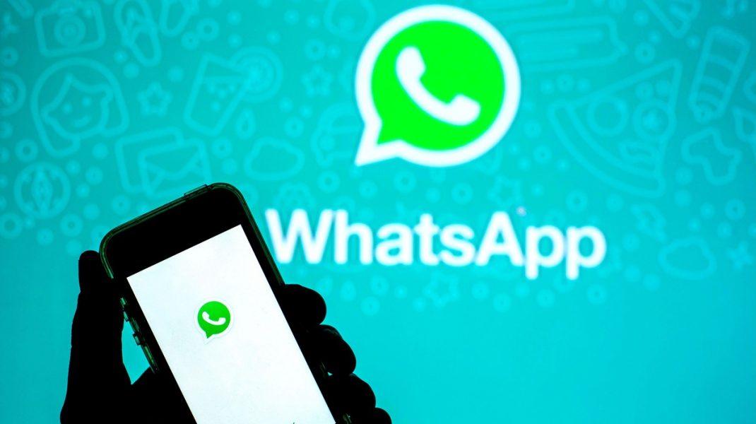 telefon cu aplicatia whatsapp
