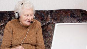România, peste Portugalia sau Grecia în topul vârstnicilor care folosesc internetul. Pe ce loc ne clasăm