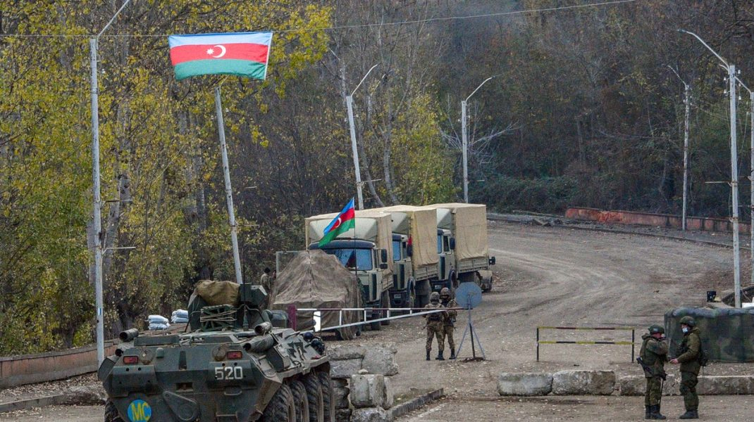 Rusia intensifică prezenţa militară în Armenia. A trimis trupe în apropierea frontierei cu Azerbaijan