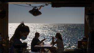 Şi Spania revine la normalitate. Plajele au fost pline de turişti