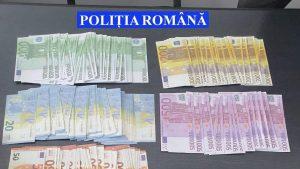 Un bărbat de 20 de ani, reţinut de poliţie după ce a cumpărat telefoane cu bani falşi