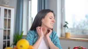 O femeie este alergică la mai multe produse.