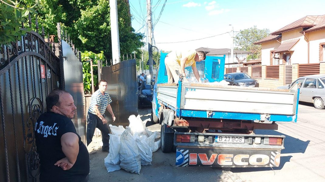 Un bărbat a fost amendat cu 30.000 de lei pentru că a vrut să arunce gunoaie pe spațiul public