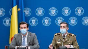 Andrei Baciu, secretar de stat în Ministerul Sănătății, și Valeriu Gheorghiță, coordonatorul campaniei de vaccinare anti-COVID, susțin o conferință de presă.