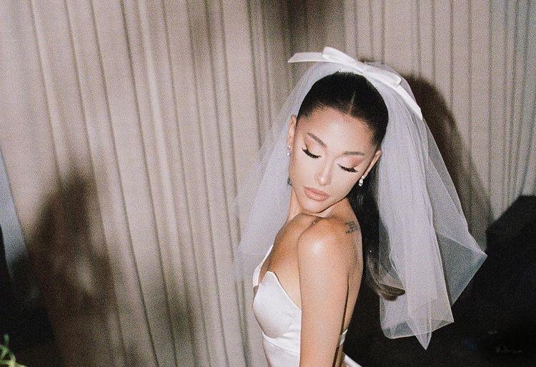 Ariana Grande a publicat imagini de la nunta cu Dalton Gomez. FOTO