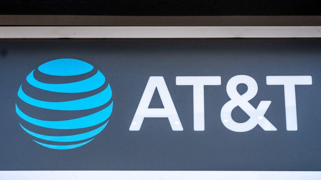 AT&T, gigantul care deţine CNN, HBO şi Warner Bros, fuzionează cu Discovery
