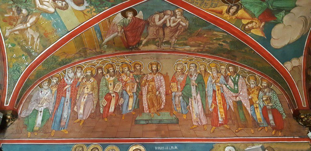 Frescă cu sfinți dintr-o biserică.