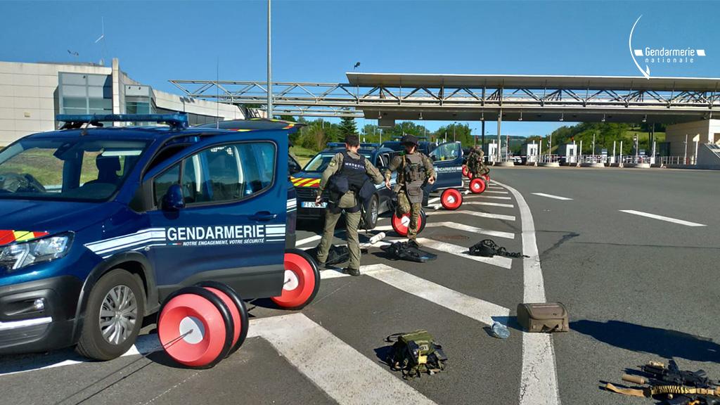 Mobilizare fără precedent în Franța: un fost militar înarmat este căutat după ce a tras cu arma în polițiști. Foto: Gendarmerie nationale