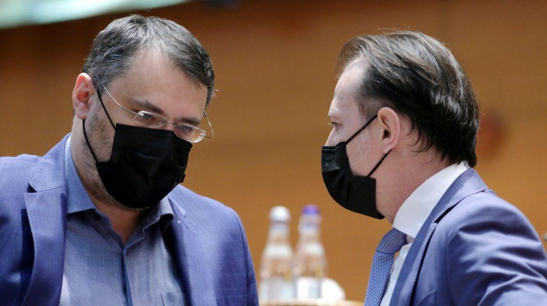Cristian Ghinea și Florin Cîțu la prezentarea Planului Național de Redresare și Reziliență, în plenul Parlamentului.