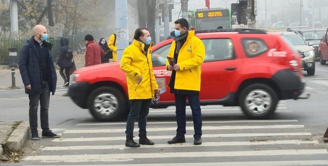 Florin Cîțu și Ciprian Ciucu la o acțiune de campanie din 2020. Foto: Facebook