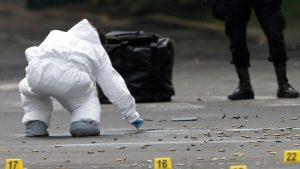Criminaliștii ridică probe după un atac al CJNG (Cartelul Jalisco Noua Generație) asupra lui Omar Garcia Harfuch, șeful securității publice din Mexico City, în iunie 2020. El a fost lovit de trei gloanțe și a supraviețuit, dar gărzile sale de corp au fost ucise.