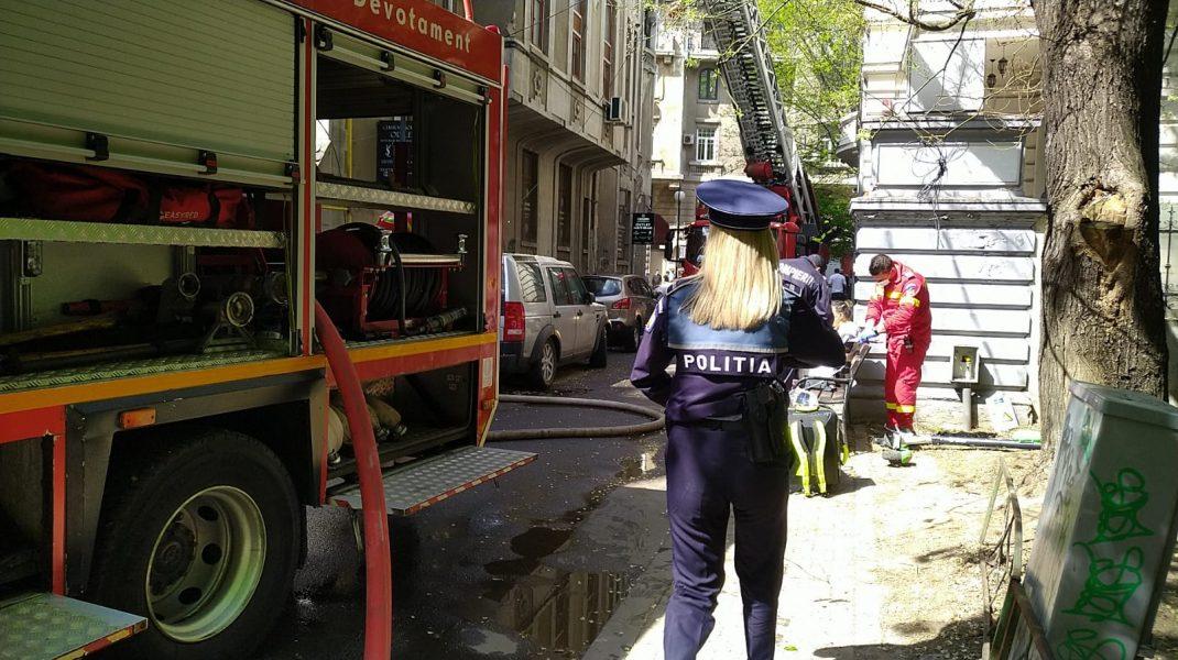 Incendiu cu scandal în Capitală: Chiriașul apartamentului unde a izbucnit focul, imobilizat de Poliție